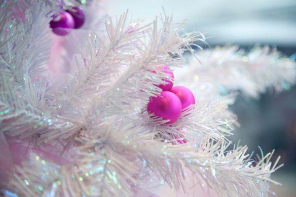 arbol-blanco-complementos-rosas-640x560x80