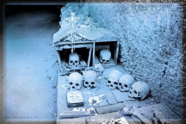 BeFunky_Cimitero-delle-FontanelleRione-SanitaNapoliItalia-a28201185