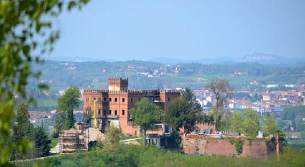 Castello-di-Belangero_panoramio-620x340