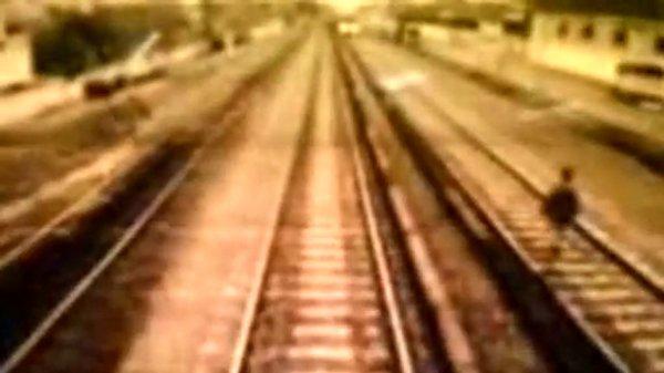 eGRicXd4MTI=_o_fotocamera-treno-cattura-suicidio--man-commits-suicide-