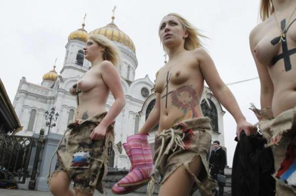 femministe-femen-protestano-139985