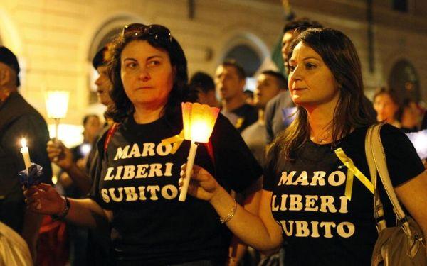foto_roma_fiaccolata_solidarieta_maro_01_1