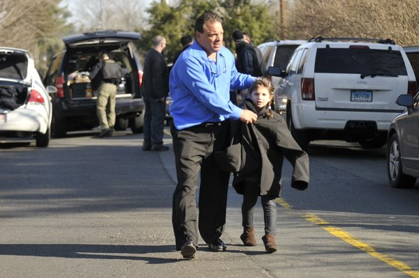 hc-pictures-newtown-school-shooting-20121214-003