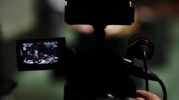 img_606X341_0310-iran-cameraman-Ahmadinejad-RTR38CY9