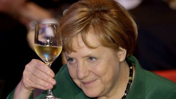 Merkel-brinda-cata_TINIMA20121026_0176_3