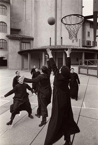 Pepi-Merisio-Basket-in-Seminario-a-Bergamo-1964-Stampa-ai-sali-dargento-vintage-print
