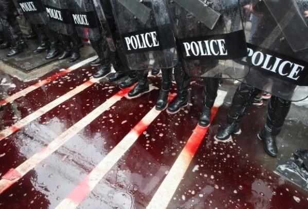 polizia-contro-manifestanti