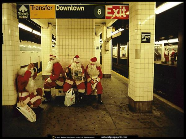 subway_santas_new_york_1990-5718