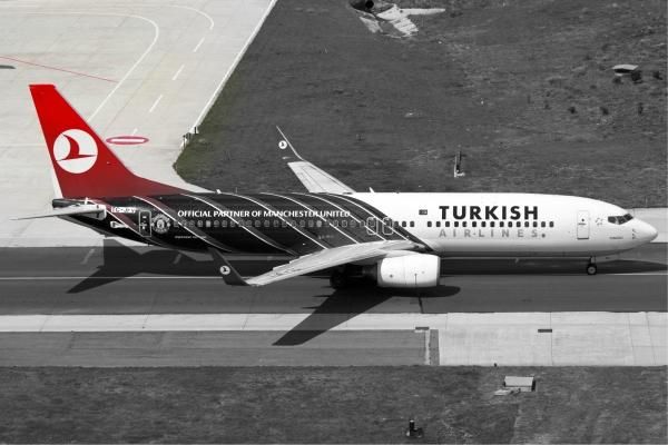 Turkish_Airlines_Boeing_737-800_ManU_Karakas