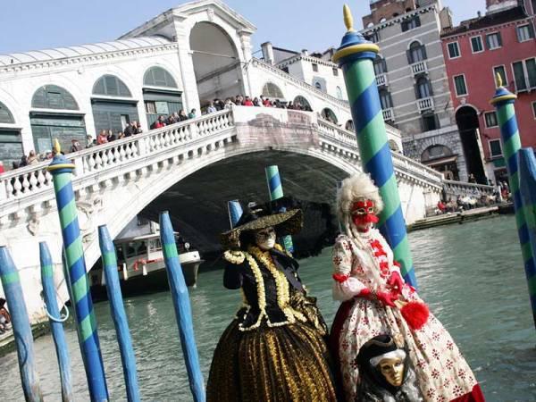 Venezia_Ponte_di_Rialto_a_Carnevale