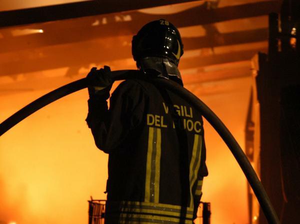 vigile_del_fuoco_notturna