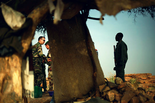 0125-Mali-Fighting-french-troops-rebel-ground_full_600