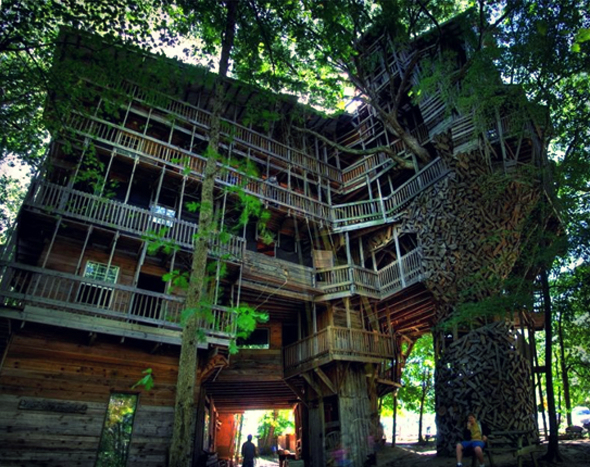 1-tree-house-by-horace-burgess