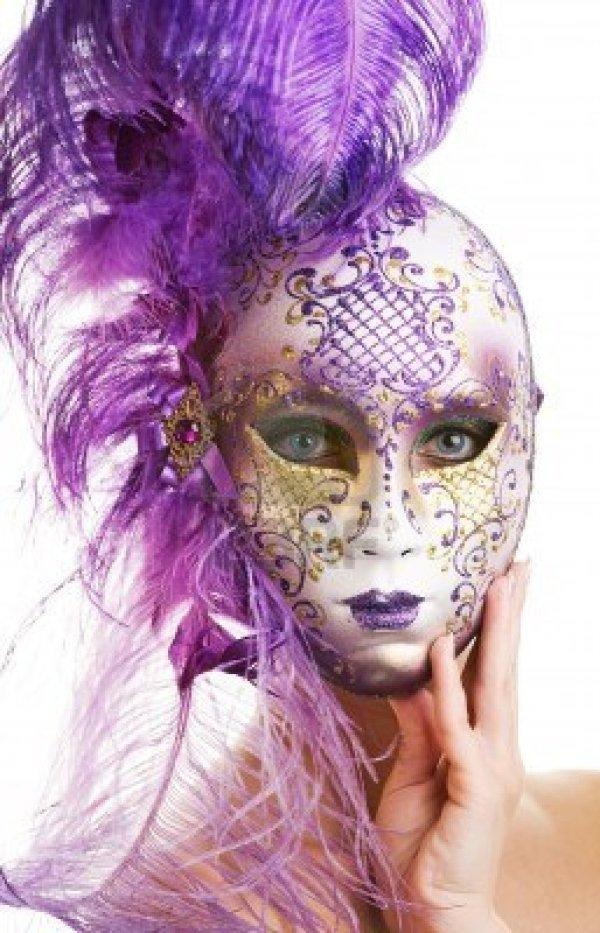 4715383-giovane-e-bella-donna-in-maschera-di-carnevale
