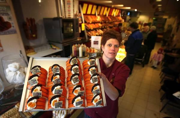 Queen Beatrix cakes