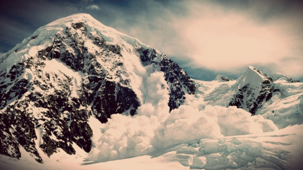 alaska_mountains_snow_avalanche_7143_1366x768