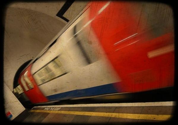 treno in fiamme a victoria station