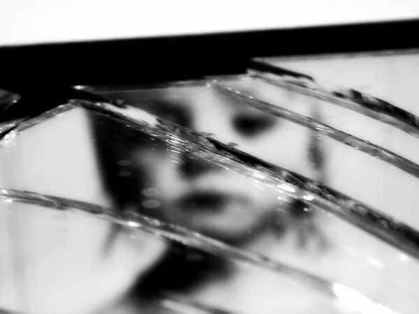 broken-mirror1