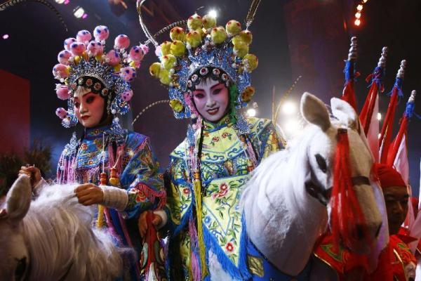 celebrazione-in-costume-a-festa-barche-drago5