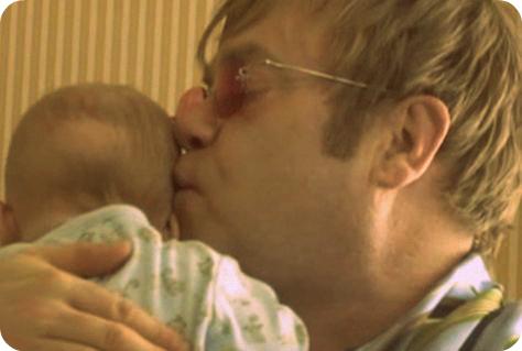 Elton-John-Zachary-Foto-Holacom_LRZIMA20130110_0060_11