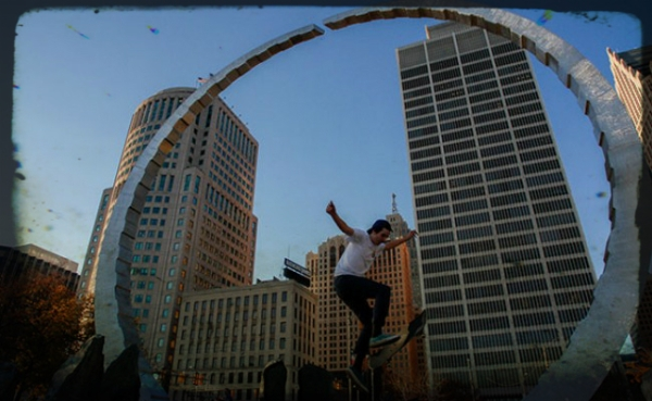skateboard-downtown-detroit-union-monument1-650x400