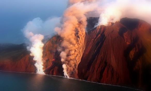 stromboli-eruzione-585x352