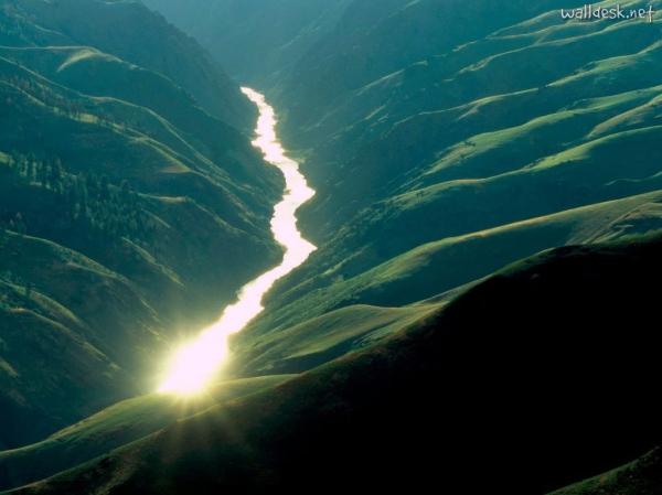 Sunlight-Reflecting-off-the-Salmon-River,-Idaho