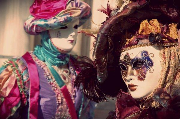 venezia-carnaval-12949530166293_w990h700n
