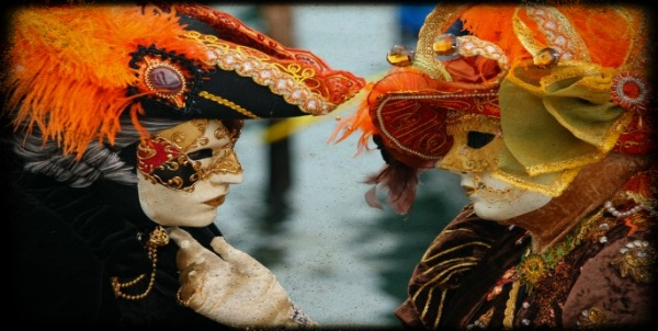 venice_carnival_-_masked_lovers_2010