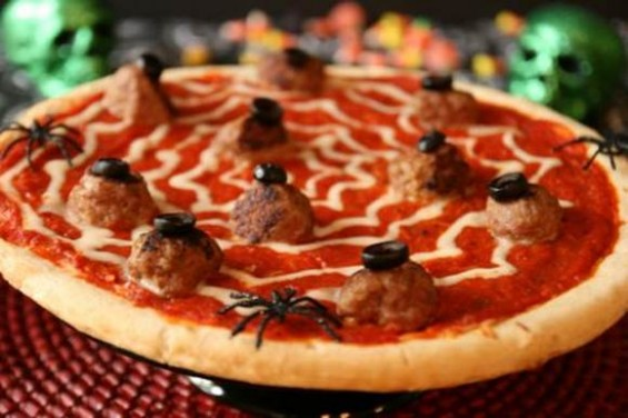 2-turkey-eyeball-spiderweb-halloween-pizza-565x376