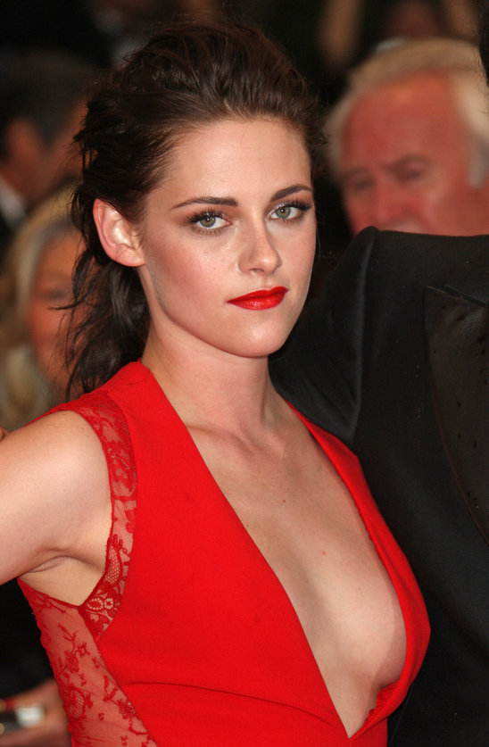 plastic_surgeon_kristen_stewart_had_a_boob_job