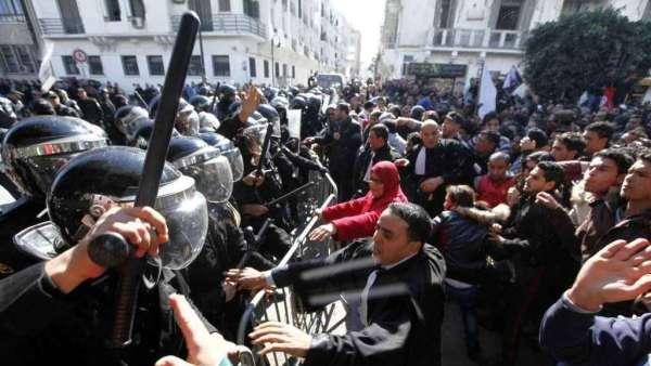 Tunisia-scontri