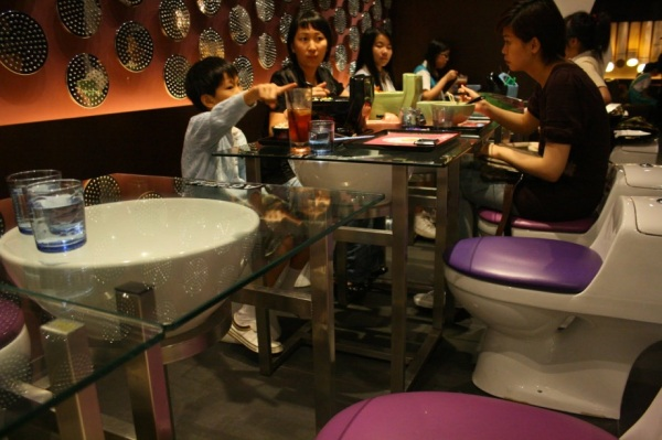 modern- toilet-restaurant-tuttacronaca