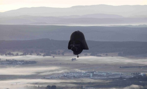 Darth Vader-canberra- tuttacronaca-mongolfiere