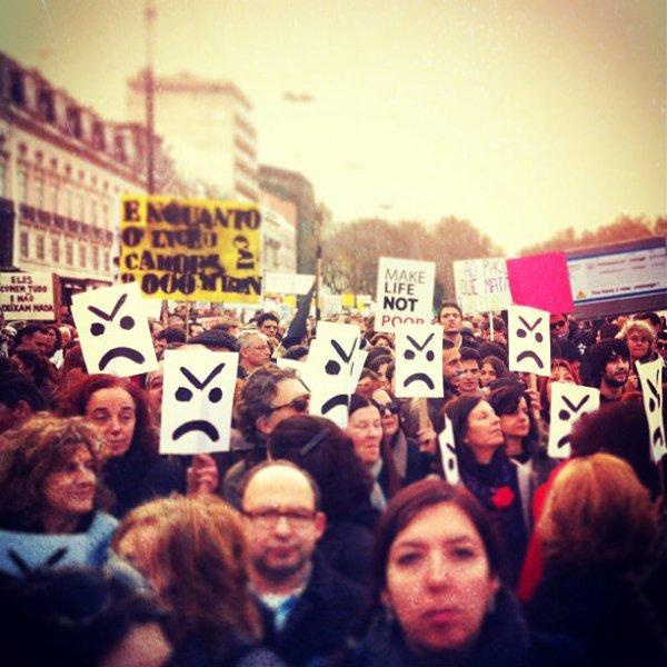 portoghesi- piazza- tuttacronaca- crisi economica- crisi eurozona