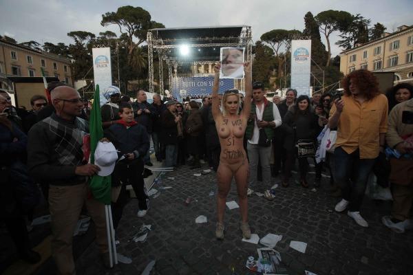 Piazza del Popolo. Per Tagliapietra Vincenzo Livieri/Ag. Toiati