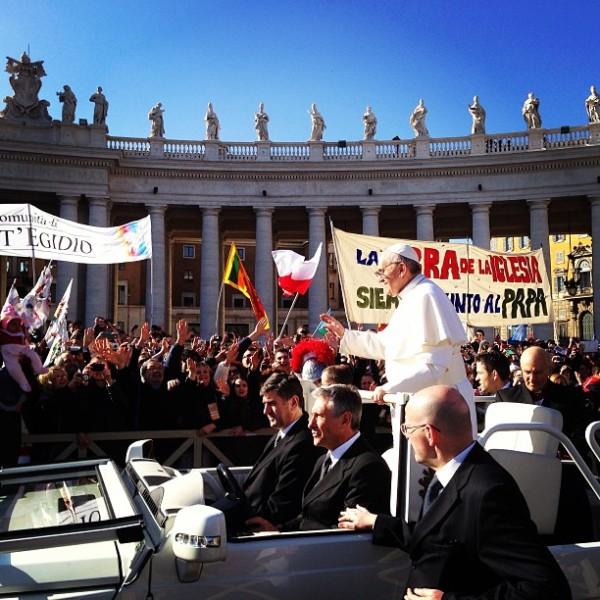 francesco-papa-jeep-san-pietro-roma-19-marzo-2013-tuttacronaca