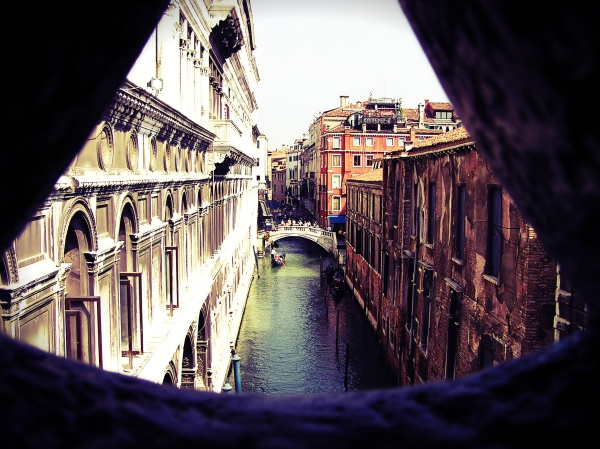 tuttacronaca- 14 aprile-stop-barche - motore-Bridge-of-Sighs-Venice-Italy