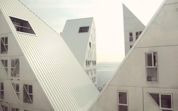 danimarca_architettura_ispirata_alla_natura_il_residence_sembra_un_iceberg-55126028-9
