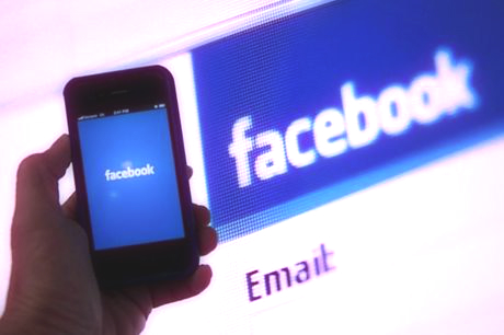 facebook-social-smartphone-tuttacronaca