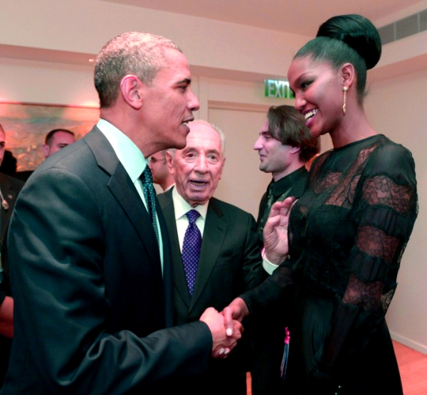 obama_e_la_miss_il_presidente_incontra_la_reginetta_di_israele