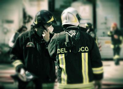 pompieri- crolla palazzo- napoli- chiaia- tuttacronaca