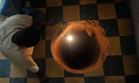 uomo scompare nel pavimento -tuttacronaca