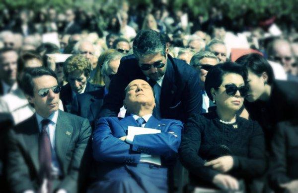 Berlusconi-sonnellino-dorme-dallas-tuttacronaca