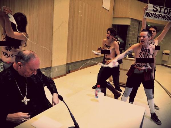 femen-arcivescovo-Leonard-omofobia-tuttacronaca