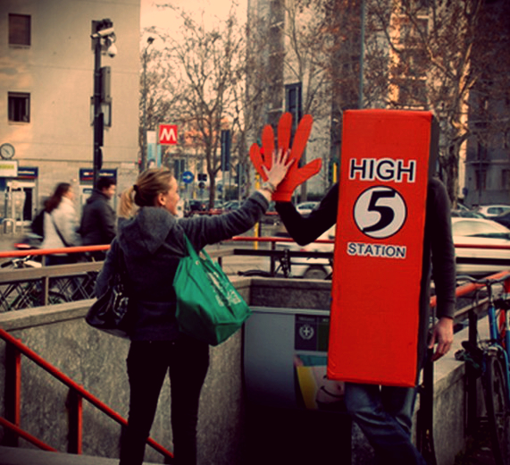 street-artist-High Five Station-tuttacronaca