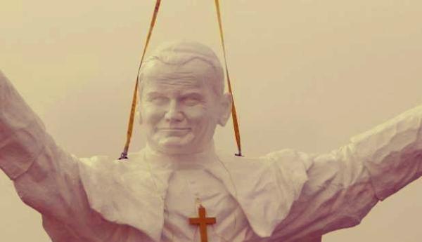 tuttacronaca_statua-gigante-papa-giovanni-paolo