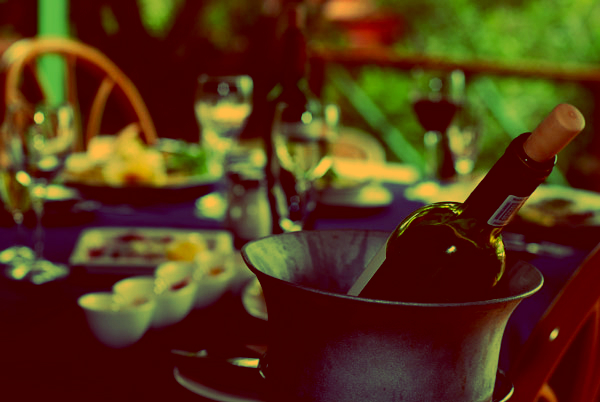 vino-tavola-tuttacronaca
