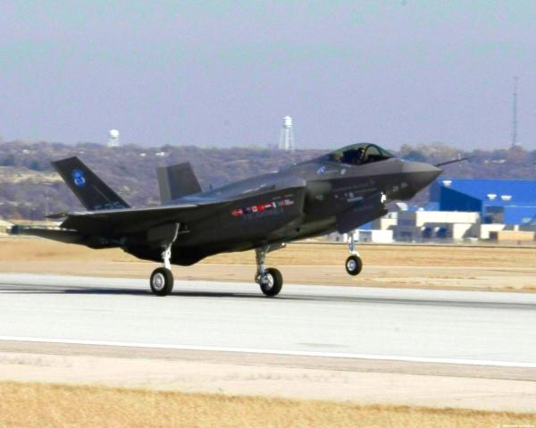 caccia-militari-scortano-aereo-passeggeri-tuttacronaca