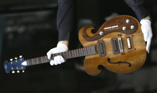 chitarra_vox_george_harrison_lennon-tuttacronaca